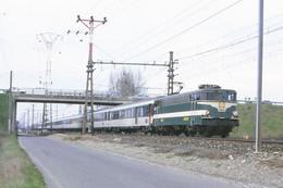 Portet Sur Garonne (31 - France) Mars 1987 - Une Locomotive BB 9300 En Tête D'une Rame Corail En Provenance De Toulouse - Andere Gemeenten