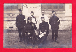 Milit-895Ph99  Carte Photo, Un Groupe De Militaires Et Infirmiers De La Croix Rouge, Pharmacie 26 - Sin Clasificación
