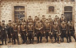 21-3693 : LA COURTINE. GROUPE DE MILITAIRES. GARDE DE POLICE 9 AOUT 1910. CARTE-PHOTO - La Courtine