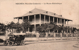 Nouvelle Calédonie - Nouméa: Le Musée Bibliothèque, Vieille Voiture - Collection Barrau - Carte Non Circulée - New Caledonia