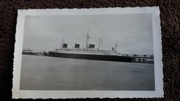 PHOTO BATEAU PAQUEBOT TRANSATLANTIQUE FRANCE OU NORMANDIE LOISIRS VACANCES 1950 60  FORMAT 7.5  PAR 11.5 CM VUE D ENSEMB - Boats