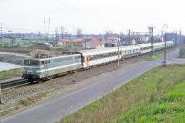 Portet Sur Garonne (31) Mars 1987 - Une Locomotive BB 9200 En Tête D'une Rame Voyageurs En Provenance De Toulouse - Treinen