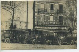 CPA 63 ISSOIRE Café Et Hôtel Terminus Sortie Des Autobus Belle Animation Autobus Bâtiments 1926 - Issoire