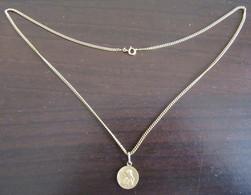 Collier En Métal Doré + Pendentif Représentant Un Chérubin En Métal Doré également - Necklaces/Chains