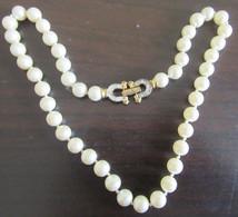 Collier Fantaisie Vintage En Perles Synthétiques Et Métal Doré - Fermoir En Forme De Fers à Cheval Avec Strass - Necklaces/Chains