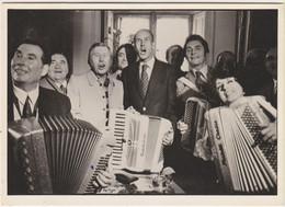 Sp- Valéry Giscard D'Estaing Au Festival Mondial De L'Accordéon 1973 - Daniel SIMON - - People