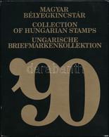 ** 1990 Magyar Bélyegkincstár, Benne Piros Sorszámú Hologramos Blokk (70.400) / Yearbook With Mi Block 218 With Red Numb - Non Classificati