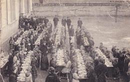 Saint Germain Du Bois - Cantine Scolaire - Les élèves Prennent Leur Repas - Otros Municipios