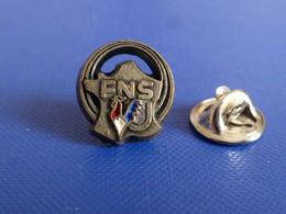 Pin's FNSU Carte De France - Fédération Nationale Française Des Sports Universitaires - Coq Tricolore - Decat (PU40) - Altri