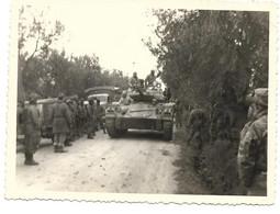 PHOTOGRAPHIE SECTEUR BOUGIE JANVIER 60 RENCONTRE RECONFORTANTE TANK MILITAIRE - Krieg, Militär