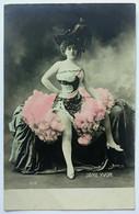 Cartolina Jane Yvon, Artiste Des Folies Bergère - Women