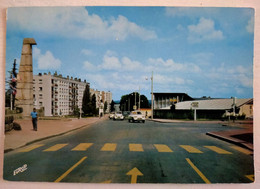 181/CPM - 62 Saint-Omer - Boulevard Des Alliés - Citroën Ami 6, 2CV - Saint Omer