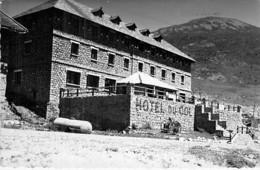 "66 - PUYMORENS "" L'HOTEL Du COL "" Col Du Puymorens  CPSM Village (105 H) Dentelée N/B Format CPA - Pyrenées Orientales - Other Municipalities"