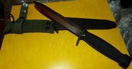 POIGNARD DE TYPE M3 DE L'ARMEE AMERICAINE , AVEC SON ATTACHE POUR LE CEINTURON ET SON FOURREAU ,EN BON ETAT VOIR PHOT - Knives/Swords