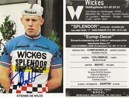 CARTE CYCLISME ETIENNE DE WILDE SIGNEE TEAM WICKES 1981 ( DECOUPE, FORMAT 9,5 X 14,8 - Cycling