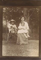 120221A - PHOTO ANCIENNE - JEU JOUET ANCIEN Tricycle Cheval à Roulette Mère Et Ses Filles - Giocattoli Antichi