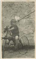 120221C - PHOTO - JEU JOUET ANCIEN Tricycle Cheval à Roulette Garçon - Giocattoli Antichi