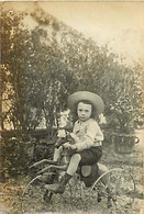 120221C - PHOTO - JEU JOUET ANCIEN Tricycle Cheval à Roulette Enfant Au Chapeau De Paille - Giocattoli Antichi