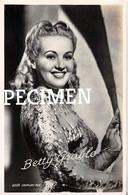 Betty Grable @ ? - Attori