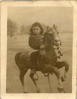 130221 - PHOTO Ancienne - JEU JOUET ANCIEN Enfant Bebe MANEGE Cheval Roulette ? - Giocattoli Antichi