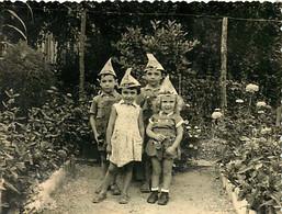 130221 - PHOTO COLETTE VER VALENCE D'AGEN 82 - JEU JOUET ANCIEN Enfant Bebe Chapeau JOURNAL LE MATIN Jardin Rose - Giocattoli Antichi