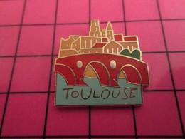 915B Pin's Pins / Beau Et Rare : Thème VILLES / TOULOUSE PONT RIVIERE EGLISE - Cities