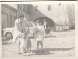 11112. Foto Vintage Donna Bambina Cane Auto Car Fiat 1100 Moto Alfa Romeo Pepsi Cola Italia - 12x9 - Persone Anonimi