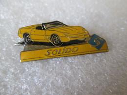 PIN'S   CHEVROLET  CORVETTE   SOLIDO - Corvette
