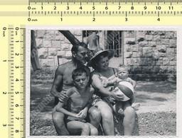 REAL PHOTO Beach Family Bikini Woman Man And Kids  Boy Maillot De Bain Femme Homme Enfants Garcon Plage  SNAPSHOT - Anonyme Personen