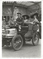 PHOTOGRAPHIE D'UNE TRES ANCIENNE AUTOMOBILE ANIMÉE DES ANNÉES 1900 - Auto's
