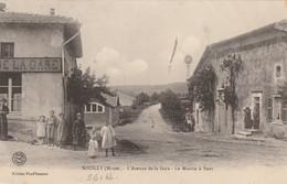 SOUILLY : L'avenue De La Gare - Le Moulin à Vent. (1er Plan - Café De La Gare.) - Other Municipalities