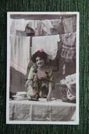 Jeune Femme Lingère - Frauen