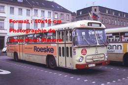 ReproductionPhotographie Ancienne D'un Bus Deutz Ligne 20 Avec Publicité Mobelhauser Roeske à Krefeld En Allemagne 1973 - Reproductions