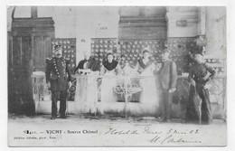 (RECTO / VERSO) VICHY EN 1903 - N° 3411 - SOURCE CHOMEL AVEC PERSONNAGES - BEAU CACHET - CPA PRECURSEUR - Vichy
