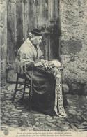 CPA Auvergne La Dentellière Au Petit Chapeau - Posté De La Chaise Dieu - Costumes - Folklore - Auvergne