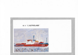 "B2 - TAAF Carte Postale Neuve M/V "" L'ASTROLABE"" .    (format 124x220mm) - Cartas"