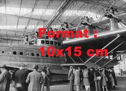 Reproduction Photographie Ancienne De L'avion Bateau Dornier D.O.X Dans Un Hangar à Altenrhein En Suisse - Reproductions