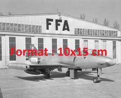 Reproduction Photographie Ancienne D'un Avion De Chasse Suisse P16 Avec Armements Aérodrome D'Altenrhein Suisse 1955 - Reproducciones