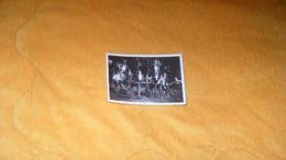 PHOTO ANCIENNE DE 1935../ ANOTATION 62 MONTIGNY EN GOHELLE ...PERSONNES EN VELOS... - Lieux