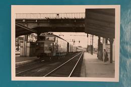 Train SNCF Sud Express - Photo Locomotive 2D2 5546 Gare Juvisy - Années 1950 - France Seine Oise Essonne Rapide CIWL PO - Trains
