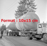 Reproduction Photographie Ancienne D'un Camion STSI Transportant Une Cuve Pour La Raffinerie De Colombey Suisse 1961 - Reproducciones