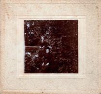 Gd Tirage Photo Albuminé Cartonnées Famille Posant Dans Le Parc Du Château De Versailles 1890/00 - Old (before 1900)