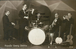 Kapelle Georg Röthke - Berlin - Postkarte Postcard With 5 Musicians In Band + Instruments Instrumente Musiker - Unclassified