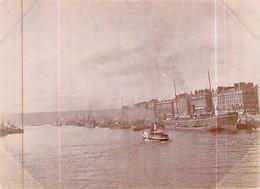 Photo Rouen 1897 Quai De La Bourse Un Bateau En Déchargement Ou Chargement Dans Un Chaland .bateau à Roue - Luoghi