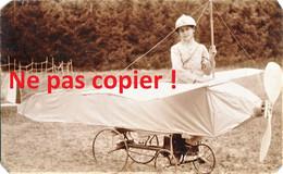 PHOTO - SIMONE STERN JOUANT A LA GUERRE DANS SON AVION A PEDALE POUR SES 10 ANS OISE  - GUERRE 1914 1918 - 1914-18
