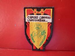 ECUSSON SAPEUR POMPIER DE LA VILLE DE REMIRE MONTJOLY EN GUYANE. - Firemen