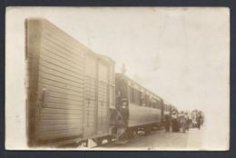 CARTE PHOTO TRAIN ET VOYAGEURS. LIGNE PARIS- AUXERRE ? - Treinen