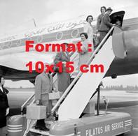 Reproduction Photographie Ancienne De Personnels De Secours Pour Agadir Au Maroc Aéroport De Genève-Cointrin Suisse 1960 - Reproducciones