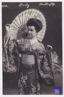 Dorly Butterfly CPA Photo 1900s Actrice Artiste Femme Robe Mode Théâtre Kimono Geisha Asie Belle Epoque RPPC Lady A44-14 - Artiesten