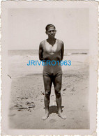 Photo Ancienne Homme En Maillot Mer Bain, 60x86mm - Personas Anónimos
